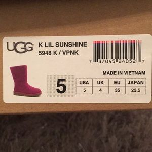 Ugg Boots * Like New* Size Y5 or W7